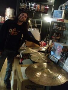 Emanuele con il suo nuovo set di piatti UFIP