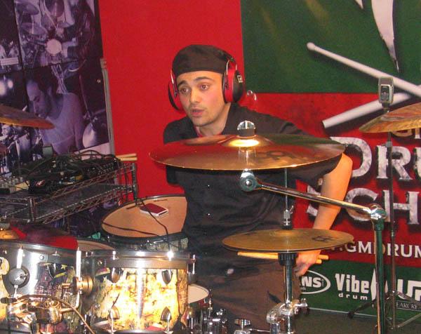 raphael-saini-a-batteristi-per-haiti